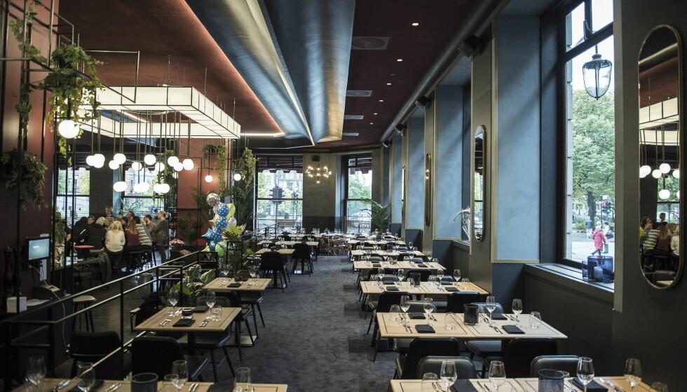 NÅ: Slik ser det ut i kafeen, som engang var favoritt hos Munch og Ibsen. Skinnsofaene er fjernet, taket vesentlig forandret. Foto: LARS EIVIND BONES