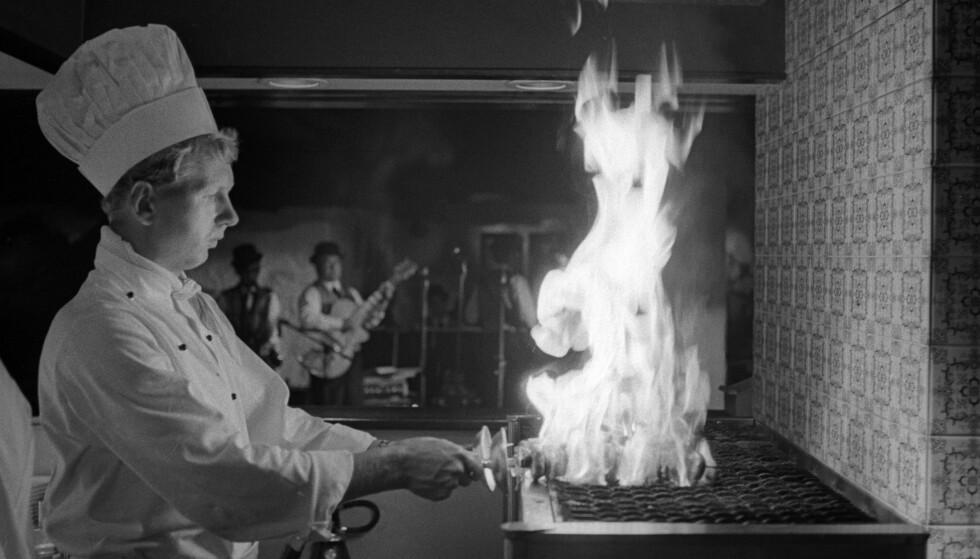 KJELLERMAT: I 1969 var det både matlaging, dans og moro i nattklubben Bonanza i kjelleren. Nå blir det skinke, vin og ost. Foto: NTB SCANPIX