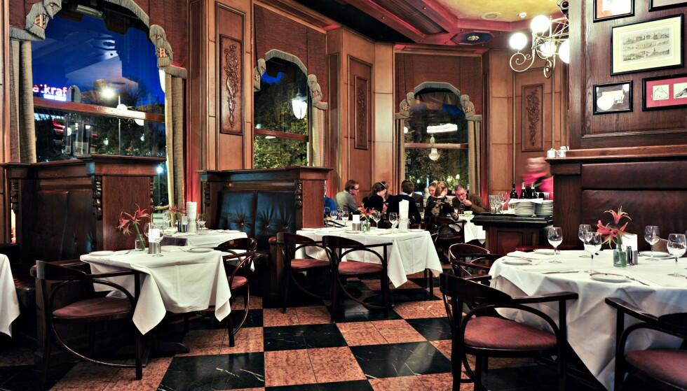 FORVANDLING: Grand Cafe slik den så ut i 2010. Bare stolene er de samme når kafeen åpner i morgen. Foto: NTB/SCANPIX