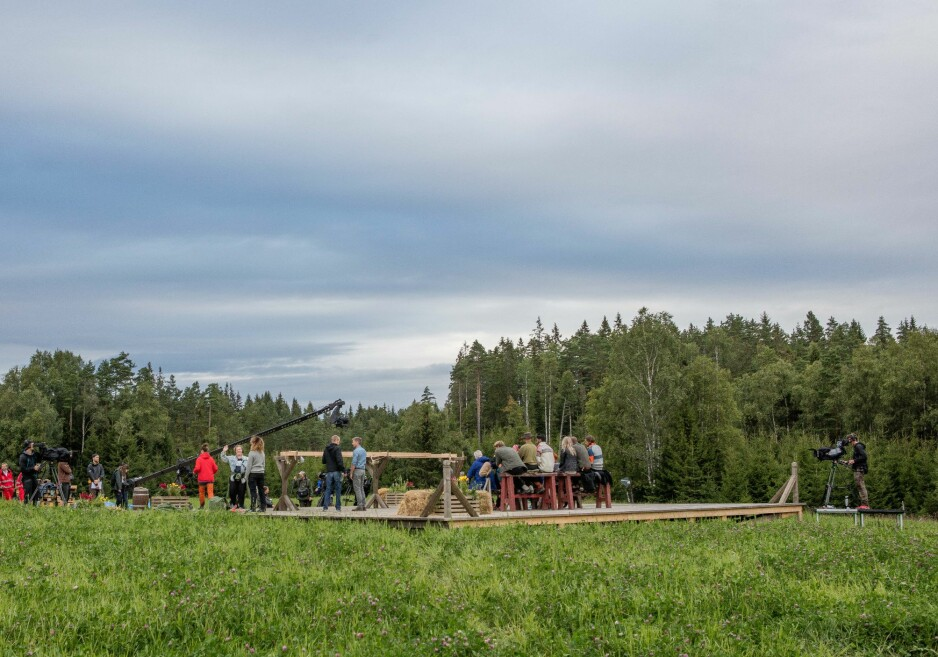 STOR PRODUKSJON: Bak kamera foregår det langt mer enn «Farmen»-seerne får se på tv. Foto: Alex Iversen/ TV 2