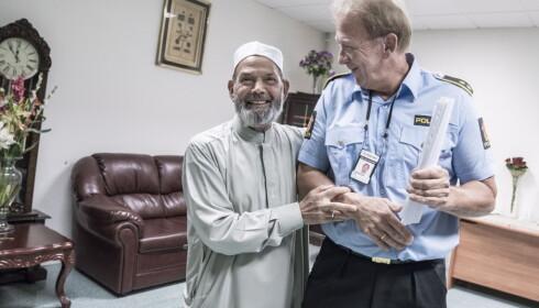 KJENNING: - For meg er islam fred, men man kan jo begynne å lure når de roper på sin gud og halshugger folk. Folk jeg snakker med i moskeene tar helt avstand fra IS. De tror nesten ikke det er mulig, forsikrer Erik Andersen. Foto: Øistein Norum Monsen / Dagbladet