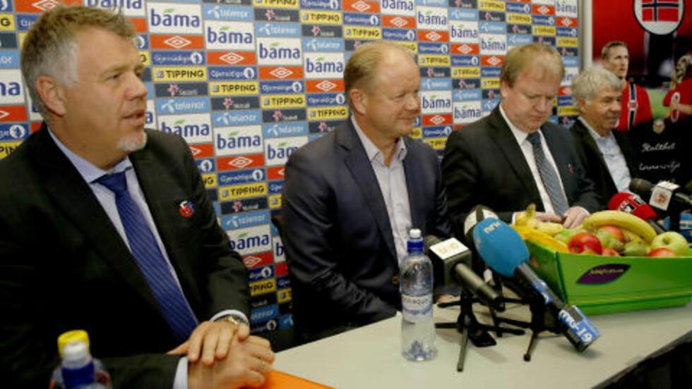 REGIMESKIFTET: : Kjetil Siem (fra v.), Per-Mathias Høgmo, Yngve Hallén og Egil Drillo Olsen. Foto: Erlend Aas / NTB Scanpix