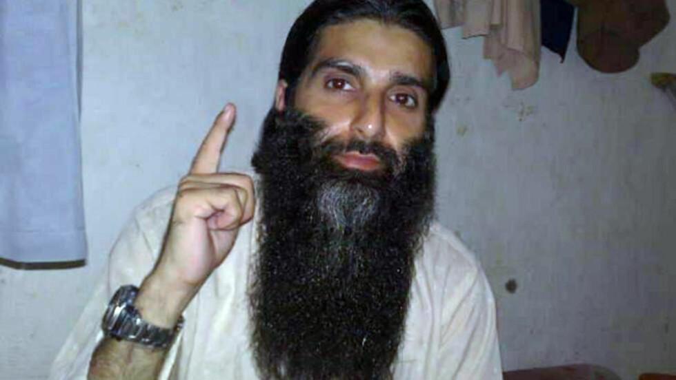 FENGSLET I PAKISTAN:  TV2 har snakket med Arfan Bhatti i et fengsel i Pakistan. Dette bildet ble sendt ut av Ubaydullah Hussain i starten av september som bevis for at han var i live.