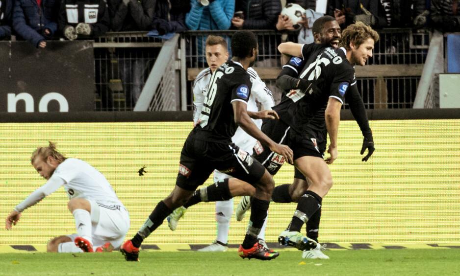 ODD-JUBEL: Fredrik Semb Berge (til høyre) ble tungen på vektskåla mot Rosenborg. Her jubler han sammen med Olivier Occean (bak) og Bentley. Foto: Ned Alley / NTB scanpix