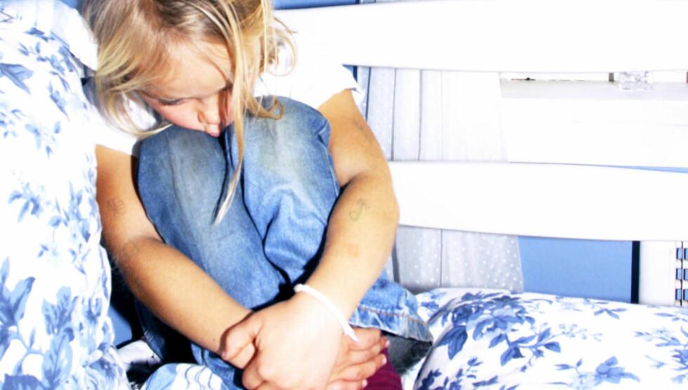 KNEIK: «Jonas Gahr Støre må komme over frykten for EMK paragraf 8 om familiens fred, det borgerlige kjøret som kommer om angiverstat og krenkingen av privatsfæren og slugger-argumenter bygget på forfalsket familieforherligelse om at alle foreldre vil barnas beste», skriver kronikkforfatterne. Illustrasjonsfoto: NTB Scanpix