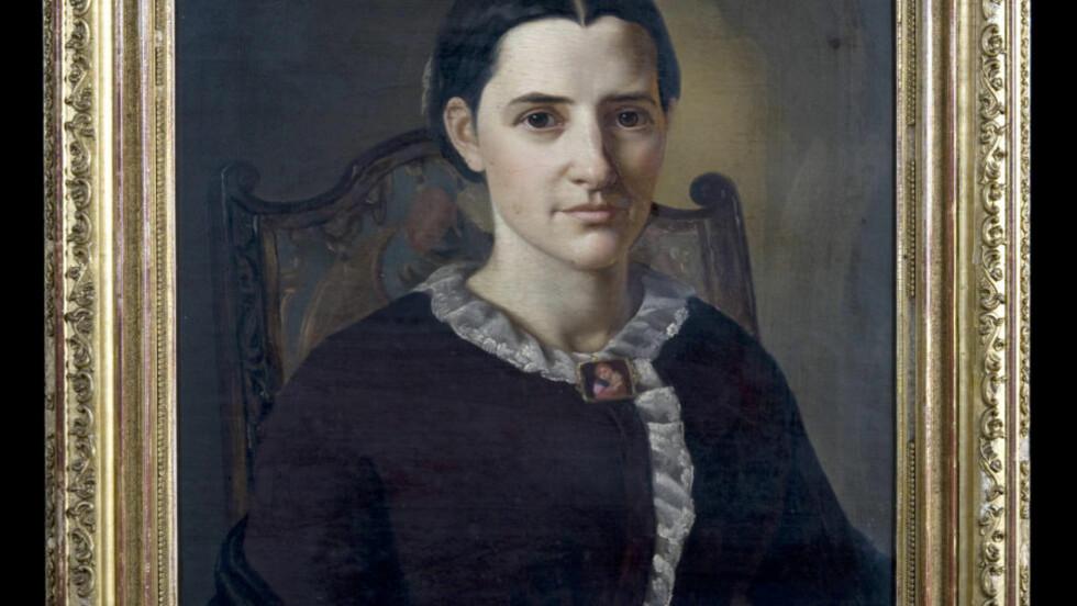 PRESTEFRUE: Den staselige Magdalene Thoresen som ung prestefrue i Bergen. Foto fra boka.