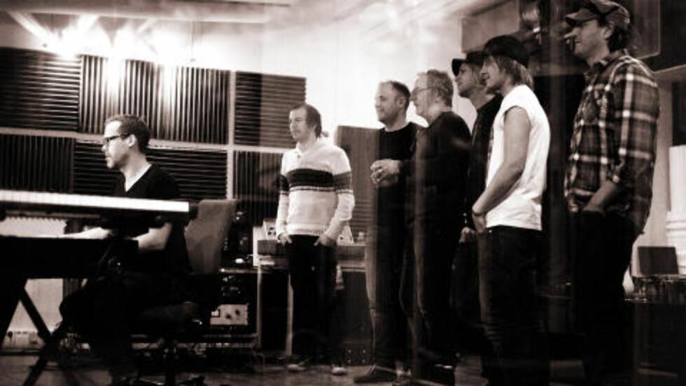 I STUDIO: Violet Road og Åge Aleksandersen i studio.  Foto: Privat