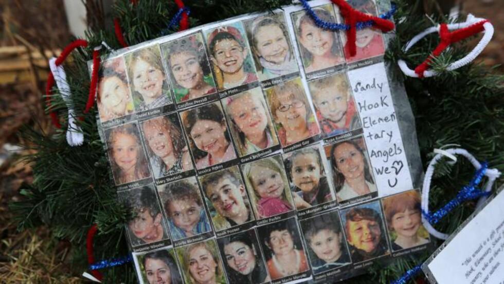 MISTET LIVET: 20 barn ble drept i skyteepisoden på barneskolen i Newtown. Foto: John Moore/Getty Images/AFP