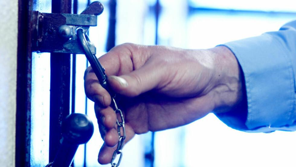 MÅ KLARGJØRES: «Hvilke helserettslige avveiinger og lovhjemler er lagt til grunn når ikke-medisinsk personell nå skal kunne overprøve medisinske vurderinger av fanger?» spør kronikkforfatteren. Illustrasjonsfoto: Berit Roald / NTB Scanpix