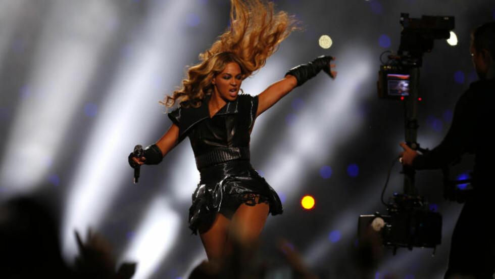 Beyonce sto for pauseunderholdningen under Super Bowl, og fikk etter hvert med seg Destiny's Child på en gjenorening også. Foto: Jeff Haynes / REUTERS / NTB SCANPIX