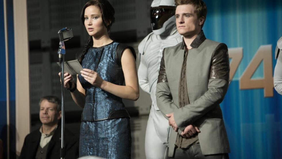 KRYSSER GRENSER: Etter suksesser som «Hunger Games», «Harry Potter» og «Twilight» snakker svenskene om at crossoverlitteraturen er romans redning. Her er Jennifer Lawrence og Josh Hutcherson i «The Hunger Games: Catching Fire». Foto: Lionsgate