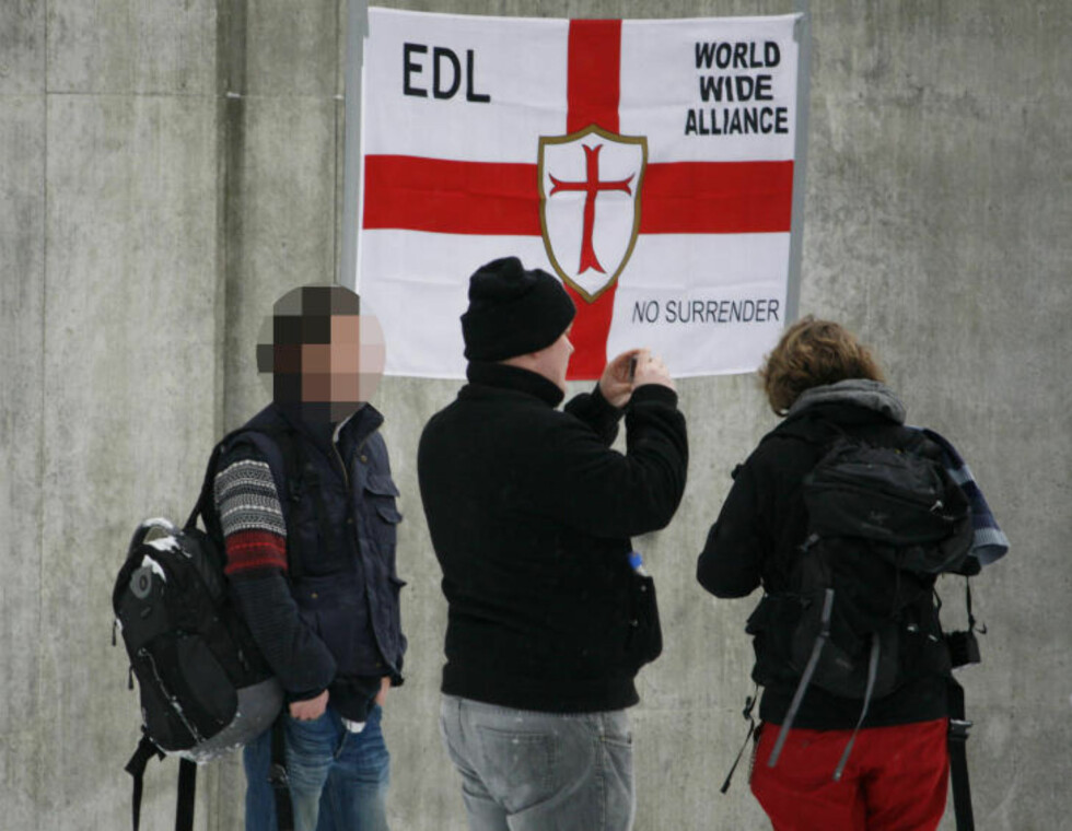 ANTI-ISLAMIST: Også søsterorganisasjonen English Defense League (EDL) var representert på demonstrasjonen i Oslo der 27-åringen deltok. Foto: VEPSEN