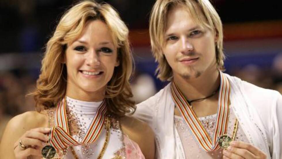 IDYLL SOM BRAST: Maxim Staviski (t.h.) og Albena Denkova vant to VM-gull  på rad i isdans. Så kjørte Staviski i fylla. Og ble bildrapsmann. Foto: Toshifuma Kitamura / AP / NTB Scanpix