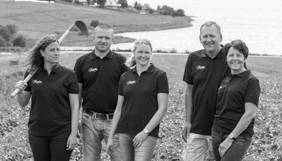 """PERLEHUMØR: Bøndene fra tre gårder på Frosta har grunn til å smile. Småpotetene """"perlepoteter"""" er blitt populære. Foto: FROSTA I GOD JORD"""