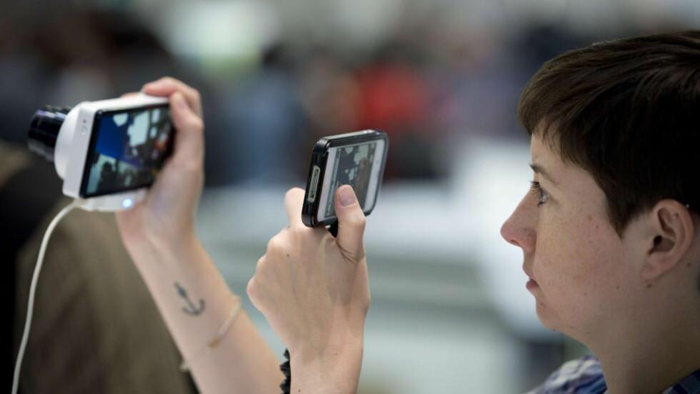 SÅNN ER'E BLITT: Vi tar bilder hele tiden, men er ikke like flinke til å ta vare på dem. Bilder er data, og data blir borte. Ta backup! Foto: AFP / Odd Andersen / NTB Scanpix