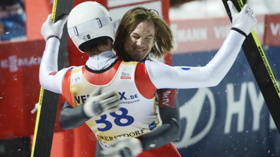 LAGSEIER Det ble norsk seier dagens lagkonkurranse i verdenscuprenn i skiflyging. Det norske laget bestod av Anders Jacobsen, Andreas Stjernen, Anders Bardal og Tom Hilde. Foto: NTB Scanpix