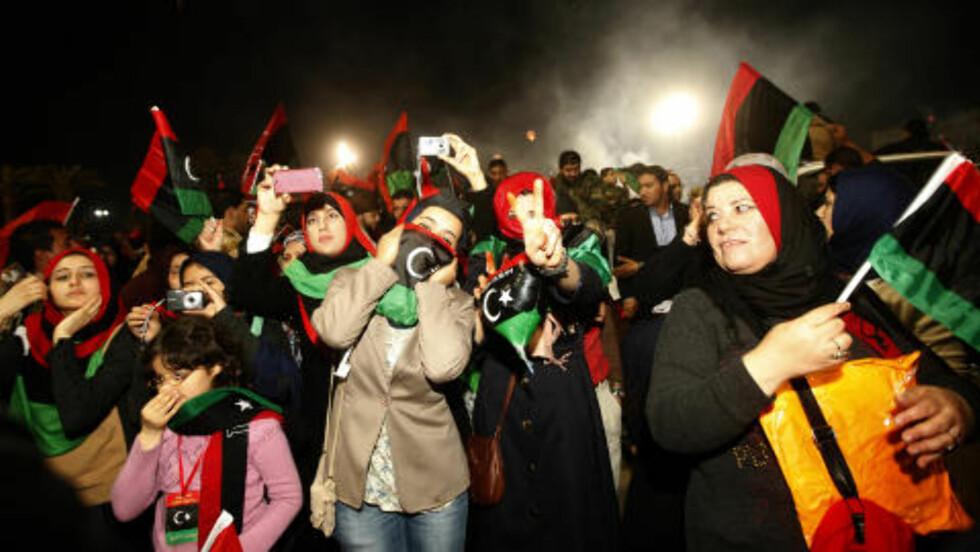 SAMLET FOLK:  I forkant av toårsdagen for revolusjonen varslet en rekke libyere fra det østlige Libya bråk og protester mot den valgte regjeringen i Libya, og et krav om løsrivelse. Men det var libyere som ønsker samhold og et felles Libya som preget landet i de tre dagene som libyere nå har feiret sin revolusjon. Foto: Ismail Zitouny / Reuters / Scanpix