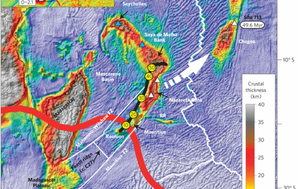 SKJULT I DYPET: Målinger viser at jordskorpen er svært tykk enkelte steder i Indiahavet. Det kan skyldes skjulte rester av gamle mikrokontinenter, som i nyere tid er blitt dekket av vulkansk materiale. Dette har i tur dannet mange av øyene i området. Grafikk: Torsvik et.al.