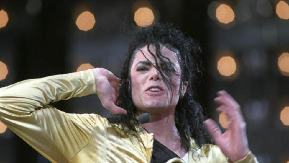 <strong> 1992:</strong>  En hudblek Michael Jackson i aksjon på Valle Hovin.  FOTO: Terje Bendiksby, NTB Scanpix.