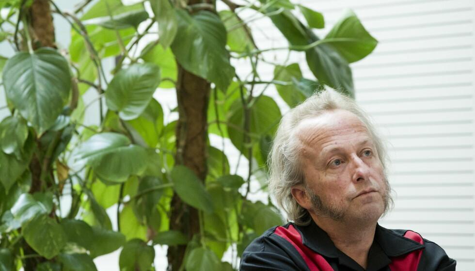 FOTBALLFAN: Forfatter Levi Henriksen gjør alt han kan for å rekke å se favorittlaget Kongsvinger i cupfinalen 20. november. Her fra boklansering i 2011. Foto: Berit Roald / NTB scanpix