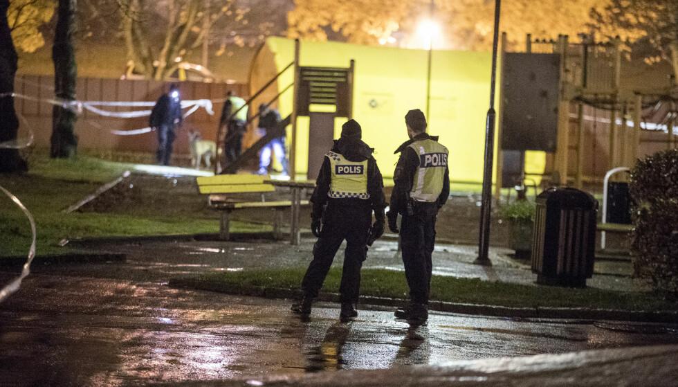 MOT DYSTER DRAPSREKORD: To brødre på 16 og 20 år ble skutt og drept i Västra Frölunda i Göteborg i går, og ble del av Sveriges dystre drapsstatistikk. Foto: Björn Larsson Rosvall/TT / NTB scanpix