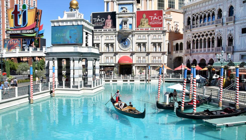 LILLE VENEZIA: Bli med på en gondoltur utenfor hotellet The Venetian. Over 500 000 turister gjør det i løpet av ett år.