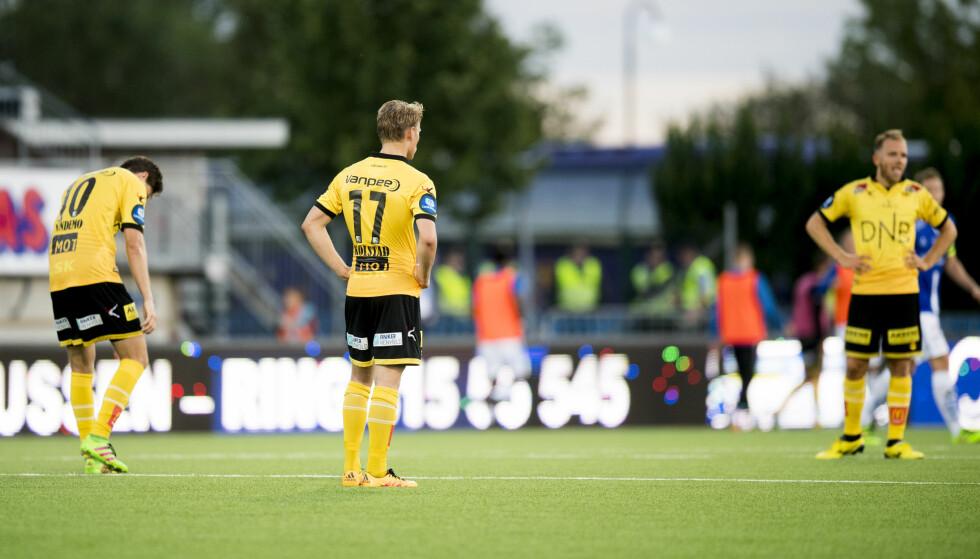 KAN RYKKE NED: Jørgen Kolstad og Lillestrøm-spillerne depper etter en Sarpsborg 08-scoring på Sarpsborg stadion tidligere i år. Foto: NTB Scanpix