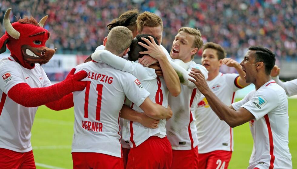 SENSASJON: RB Leipzig, som ligger på sølvplass i Bundesliga, feirer scoring mot Werder Bremen 23. oktober. Foto: EPA/Jan Woitas