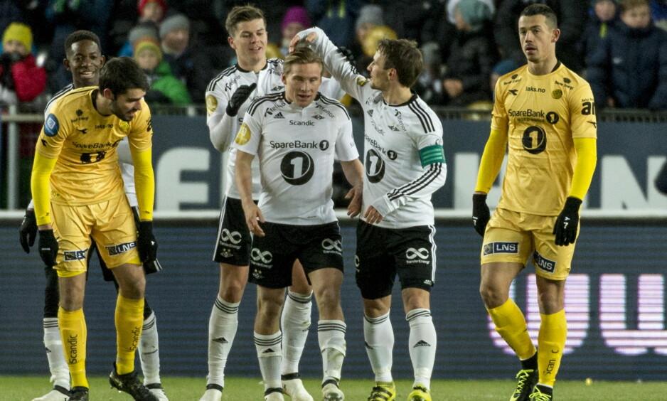 GULL OG GRÅSTEIN: Her jubler Rosenborgs spillere etter 2-0-scoringen i kveld. Bodø/Glimt må finne seg i å skulle spille på nest høyeste nivå neste sesong. Foto: Ned Alley / NTB Scanpix