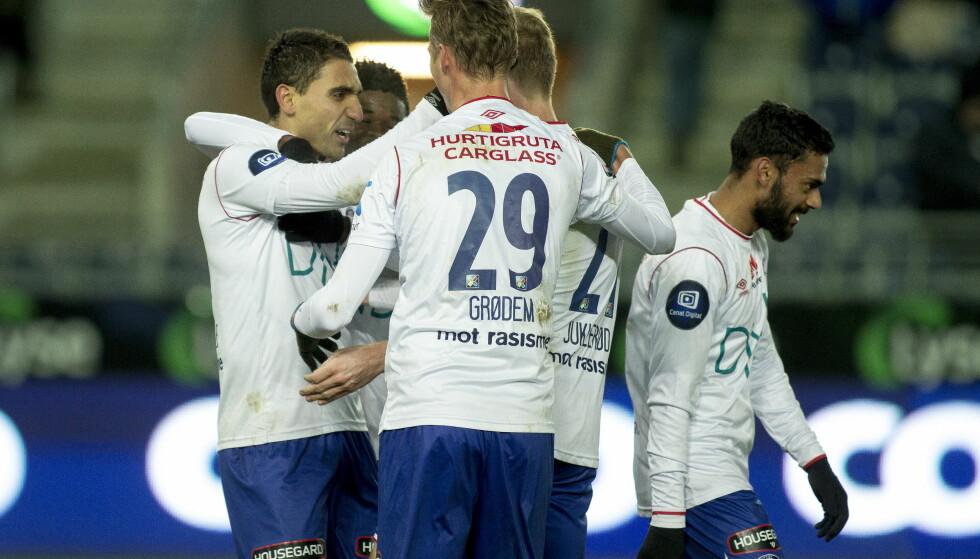VANT: Vålerenga jubler for seier på Viking stadion. Foto: Carina Johansen / NTB Scanpix