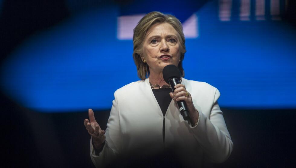 INGEN ENDRING: Hillary Clinton kan være fornøyd med konklusjonen som ble offentliggjort fra FBI søndag. Her er hun fra da hun samlet nærmere 15000 velgere i Philadelphia i staten Pennsylvania tre dager før valget. Foto: Øistein Norum Monsen / Dagbladet