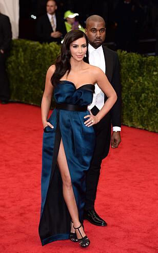 PÅ RØD LØPER: Kim Kardashian sammen med ektemannen Kanye West. Foto: NTB Scanpix