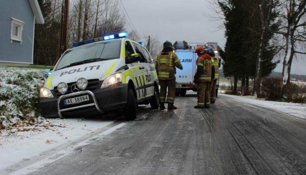 POLIEN, POLITO, POLITRE...: I helga tok politiet førerkortet til mang en norsk sjåfør på grunn av manglende vinterdekk. Selv rykket de ut på sommerdekk. Foto: Glenn Johanson