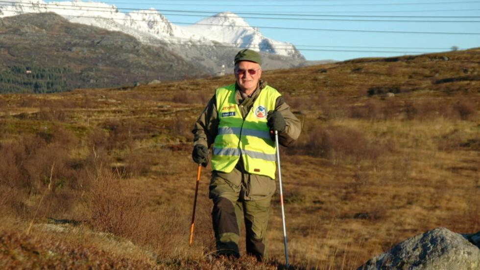 VISSTE IKKE OM HJERTESYKDOMMEN: For Arvid Lindgaard, som har gjennomgått flere hjerteoperasjoner etter at han fikk vite at han hadde stum ischemi, er det viktig å være fysisk aktiv hver dag. Han holder seg i form med snekring og turer i skogen. Foto: Eirik Eidissen