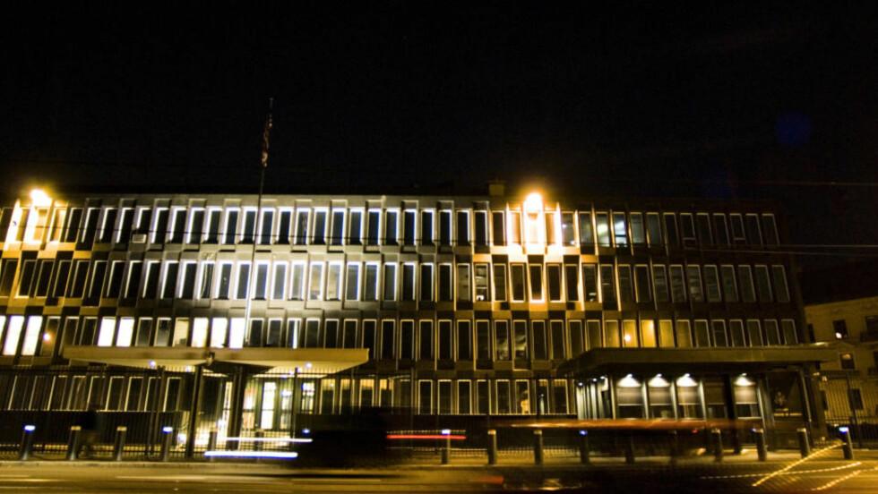 USA-AMBASSADE: Den amerikanske ambassaden i Oslo gjorde det i kveld klart at den ikke vil kommentere avsløringene ytterligere før i morgen.