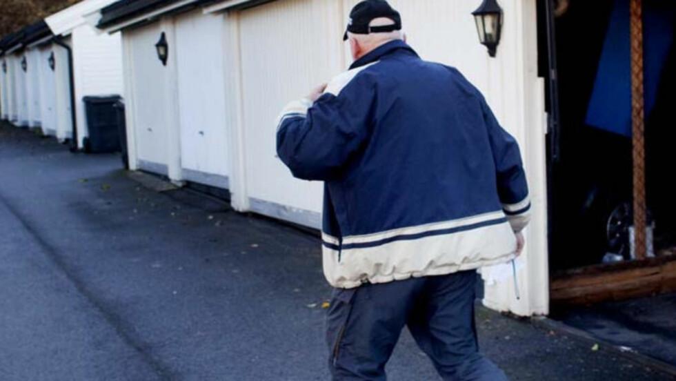 MED I OVERVÅKNINGSGRUPPE: Men den 66 år gamle ekspolitimannen ble ikke blid da Dagbladet møtte ham i dag. Foto: Sveinung Uddu Ystad/Dagbladet
