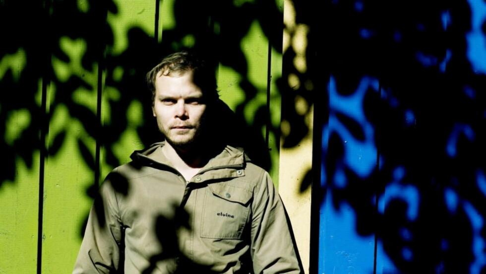 DYSTERT: Det er et stykke fullt av den dypeste bekymring for verdenssituasjonen Johan Harstad utgir i høst. «Osv.» er Bragepris-nominert i klassen for voksen skjønnlitteratur. Foto: Siv Seglem