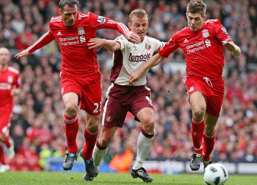 FAN: Jamier Carragher (tv) er en stor beundrer av Steven Gerrard (th), og omtaler klubbkapteinen som tidenes beste Liverpool-spiller.Foto: SCANPIX/EPA/LINDSEY PARNABY