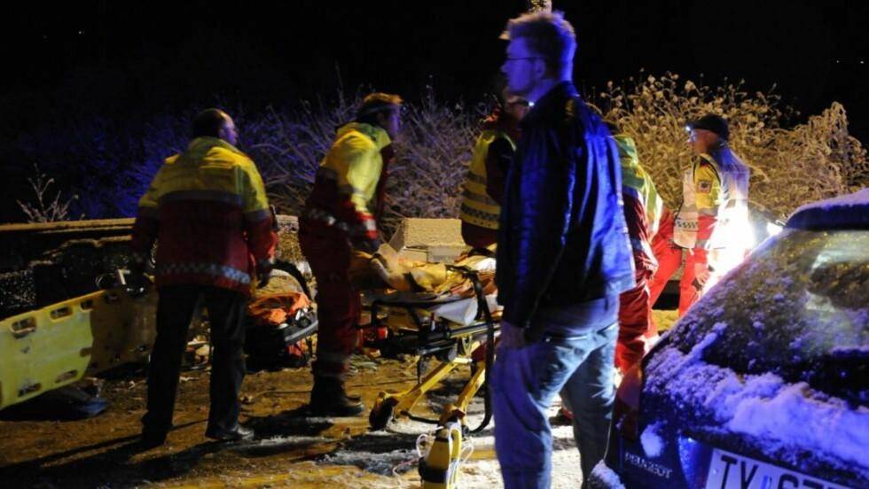 ALVORLIG SKADD: Fire personer er alvorlig skadd etter en ulykke på E6 ved Kvål i Melhus. Begge: Henrik Sundgård