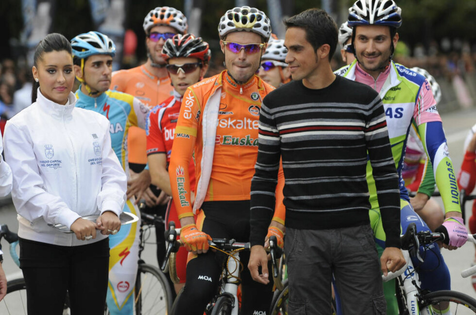 ÅPNER DOPINGSAK: Det internasjonale sykkelforbundet (UCI) har formelt åpnet dopingsak mo Alberto Contador (i forgrunnen). Her under et kriteriumsritt i Oviedio 30. oktober.Foto: SCANPIX/AP Photo/Paco Paredes