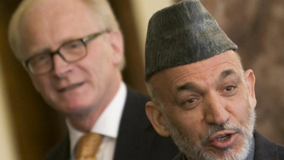 KOMPLISERT RELASJON: Kai Eides forhold til Hamid Karzai er sentralt i hans nye bok.Foto: Reuters/Scanpix