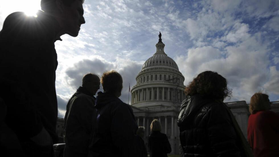 KONGRESSEN SOM VIL REVERSERE HELSEREFORMEN : President Barack Obama ville sikre 32 millioner flere amerikanere helseforsikring gjennom sin reform, men nå er nesten 59 millioner uten en slik forsikring. Det er fire millioner flere enn for to år siden. Flertallet i den nyvalgte Kongressen, som i januar flytter inn i Capitol Hill (bildet), vil ikke ha noe av den vedtatte statlig finansierte helseforsikringen. Foto: Jonathan Ernst/REUTERS.