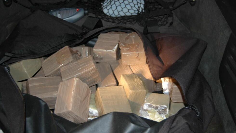 HASJ I CADILLACEN: Den danske 23-åringen ble tatt med over 40 kilo hasj i bagasjen. Foto: TOLLVESENET