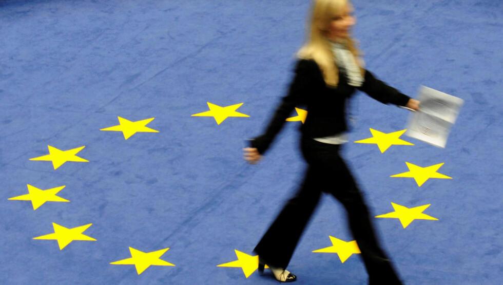 EU-FLAGGET: Norge er lener unna EU-medlemskap enn noen sinne. Foto: AFP/Scanpix