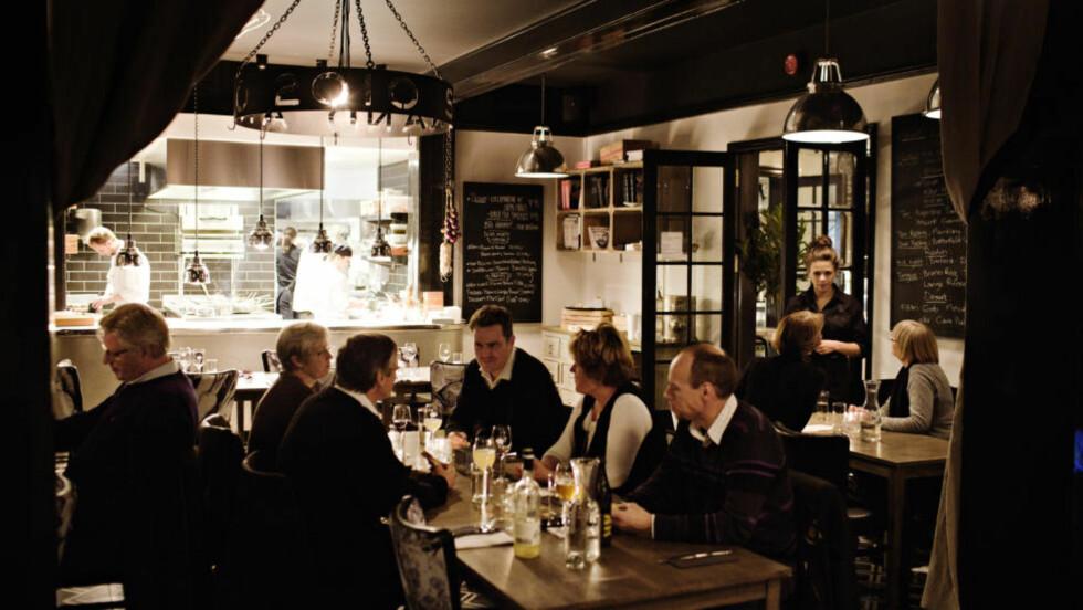 Ekstrem makeover: Strand restaurant på Stabekk er modernisert - både når det gjelder interiør og meny. Foto: Jo Straube.
