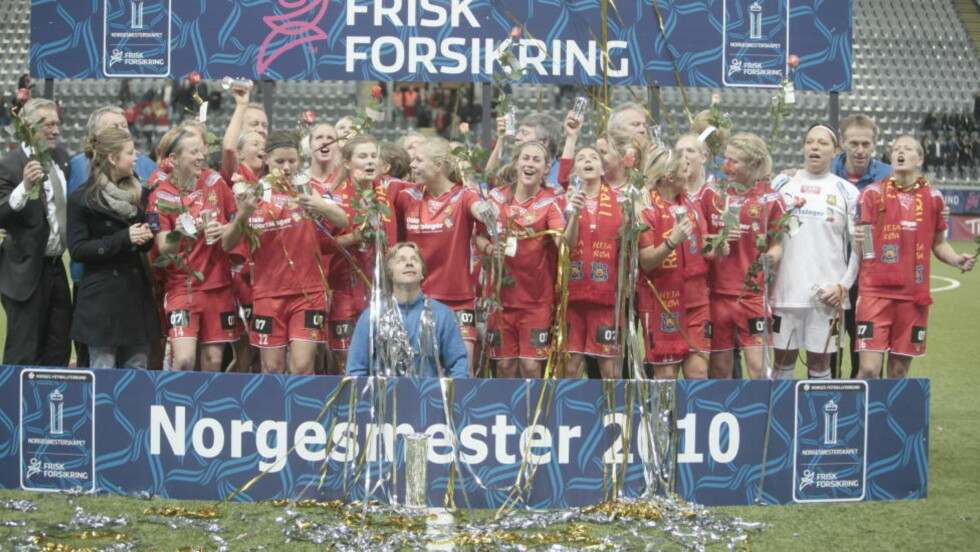 KNUSENDE OVERLEGNE: Røa var knusende overlegne i kvinnenes cupfinale da de slo Trondheims-Ørn 7-0 i Telenor Arena.Foto: Stian Lysberg Solum / Scanpix