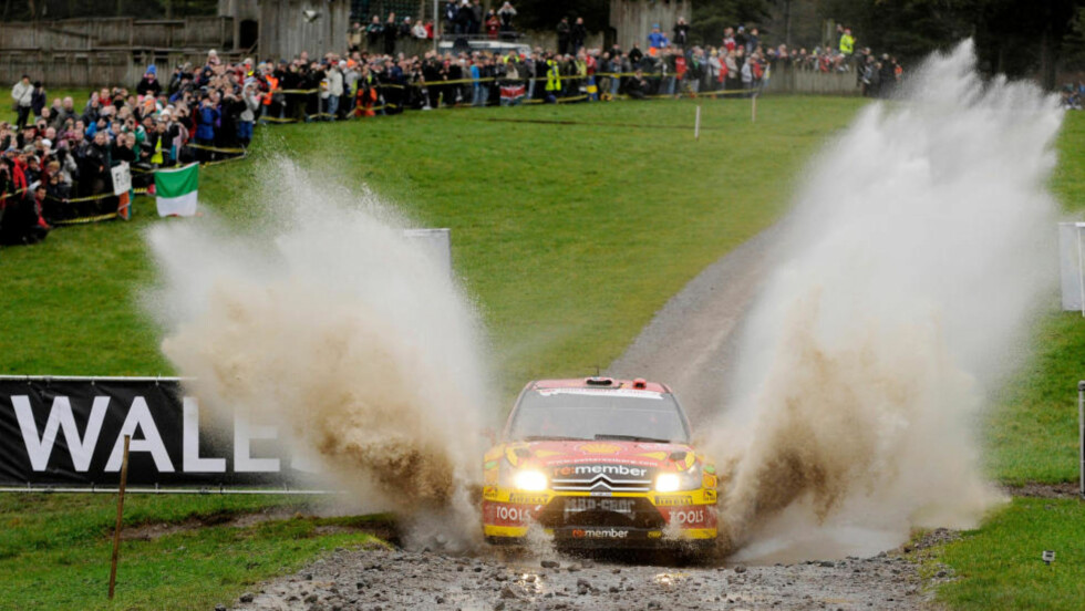 VÅTT: Petter Solberg of Norway drives his Citroen C4 through a watersplash during the first Margam Park stage of the Wales Rally GB in Wales  November 14, 2010. REUTERS/Philip Brown