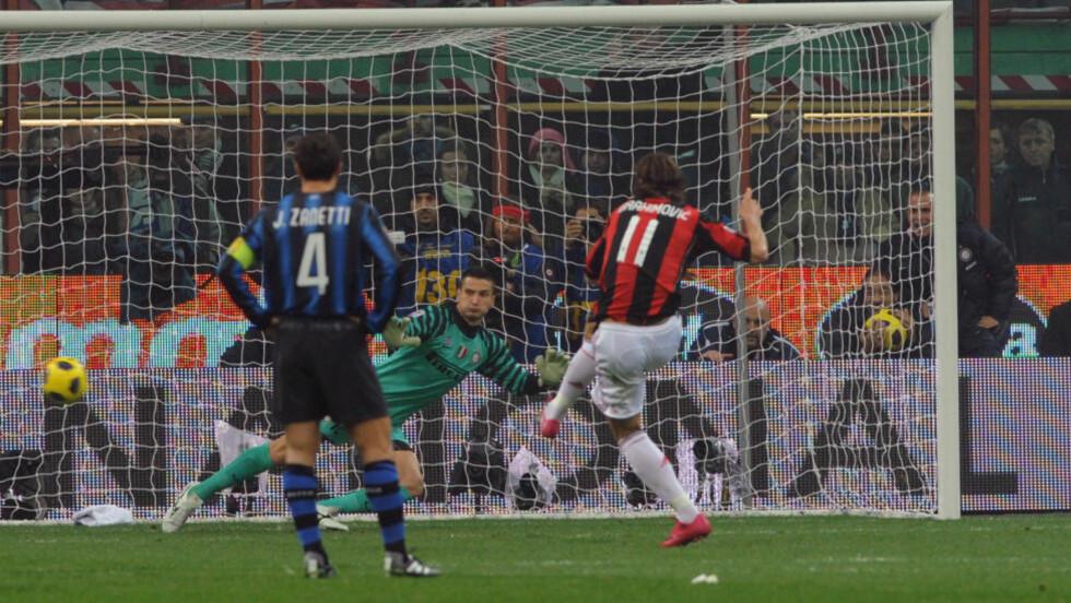 SIKKER: AC Milans Zlatan Ibrahimovic lot seg ikke påvirke av laserstrålen han fikk i øynene, og banket inn Milans vinnermål fra straffemerket.Foto: SCANPIX/AFP/ GIUSEPPE CACACE