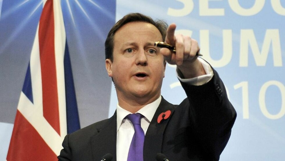 - DU DER BAK, HVORDAN HAR DU DET I DAG?  Statsminister David Cameron og hans regjering vil utvikle målemetoder for å sjekke hvordan folk har det. FOTO: SCANPIX