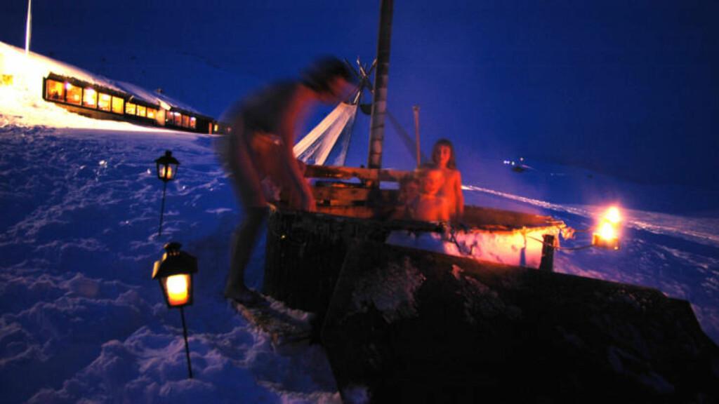 STAMPEN: En vinterkveld i badestampen på Haukeliseter er no som vil huskes.  Foto: DNT Haukeliseter